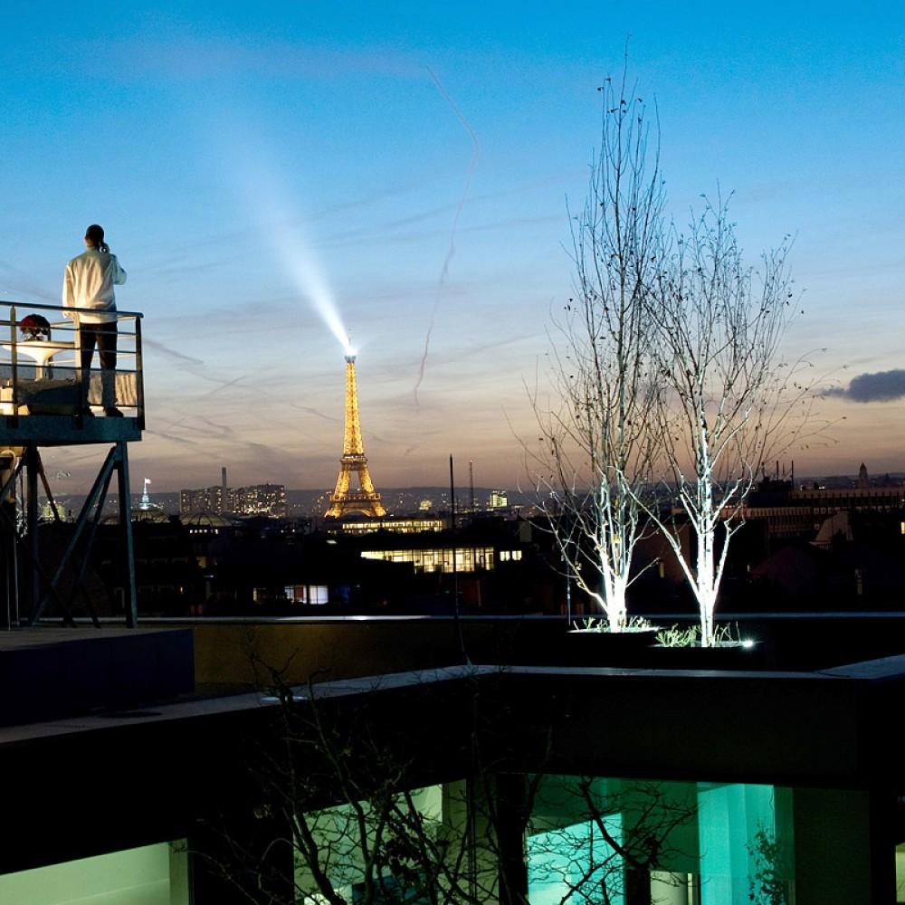 http://www.encrenoire-corporate.com/imagess/topics/dior-exlusive-sur-les-toits-de-paris/Dior-800pix.jpg
